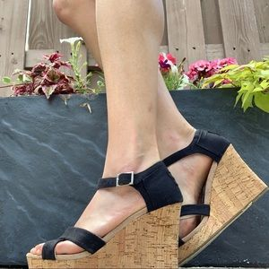 TOMs canvas wedge size 8.5